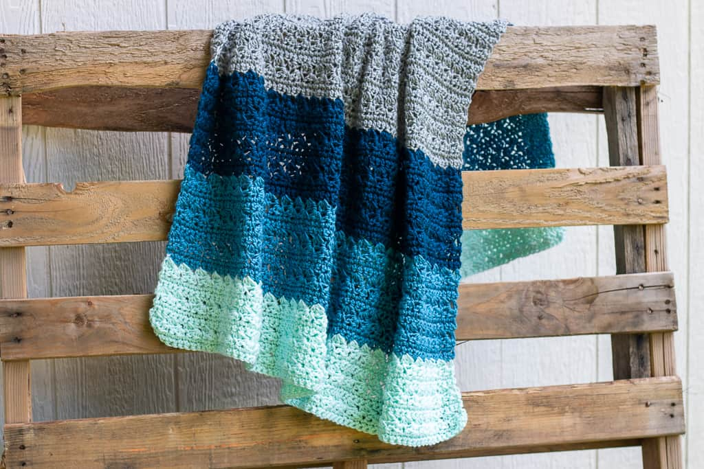 This simple stitch blanket is perfect for those of us who LOVE basic crochet designs!