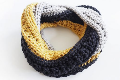This is an easy crochet pattern which is great if you're just learning how to crochet. The pattern uses basic crochet stitches.