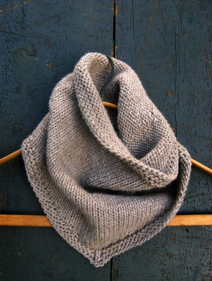 The bandana is a sassy, casual knit cowl pattern that suggests that the wearer possesses an innate stylishness.